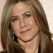 Idehaza is láthatjuk a smink nélküli Jennifer Anistont