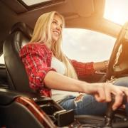 Magabiztos nő a volán mögött - tények és tévhitek
