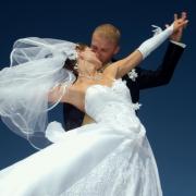 Könnyfakasztó esküvői pillanatok - megható és vicces táncok