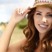 Hogyan gondoskodjunk arcbőrünk nyári védelméről?